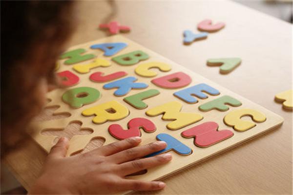 少儿学习英语机构教你如何背单词?