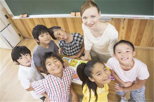 青少年在线英语哪家好?如何引导孩子学习?