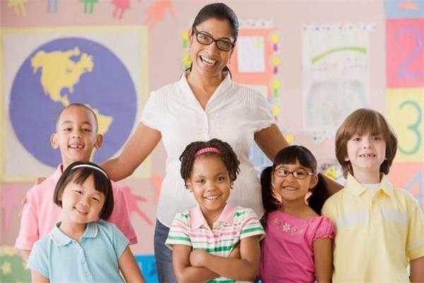 少儿英语班课程应该怎么上?