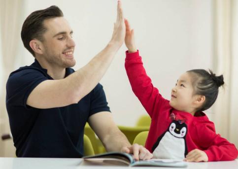 怎么教儿童英语_儿童英语教育方法有哪些